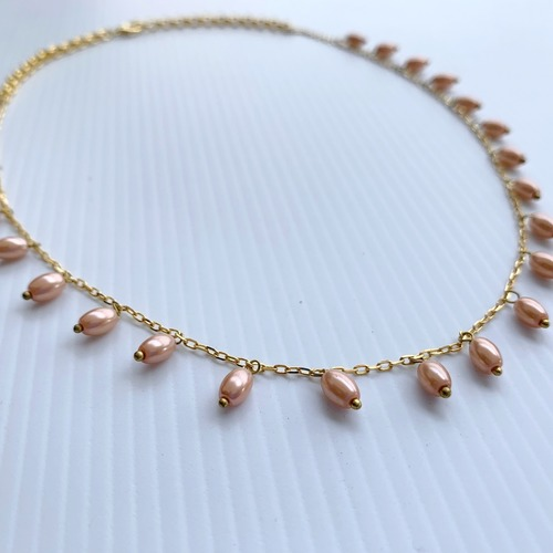 Close up view of RIZZO pink rice pearl chain necklace