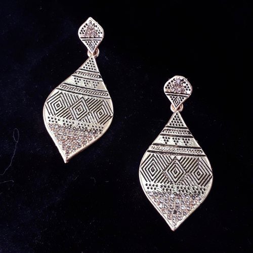 Mat gold earrings